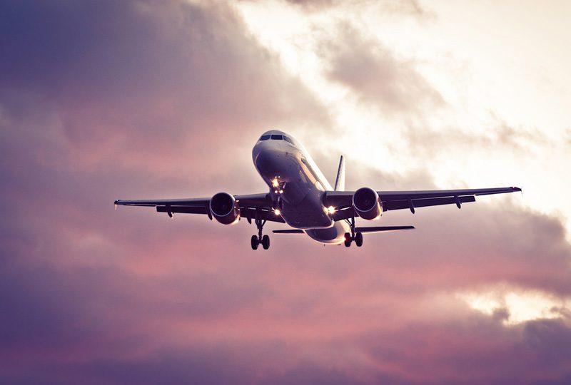 La Eurocámara pide eximir a los vuelos intercontinentales del pago por emisiones de CO2 hasta finales de 2020