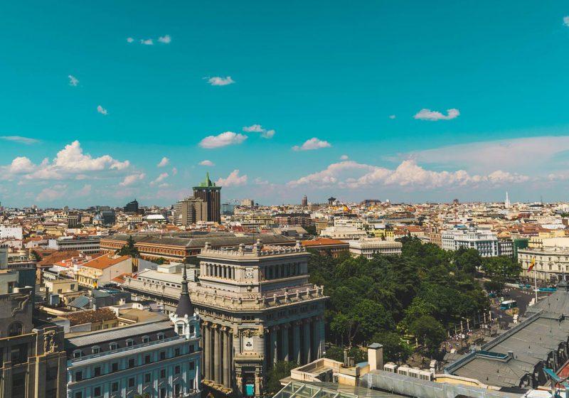 España supera los 38 millones de turistas hasta junio, con un 3,7% más de gasto