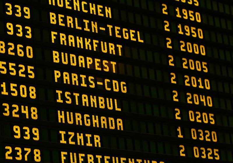 El precio de los billetes de avión cae un 10% debido a la demanda